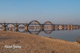 міст через річку Дніпро