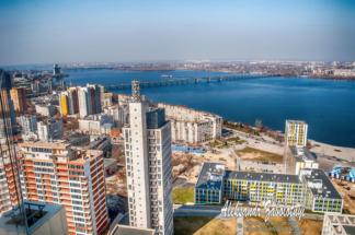 фотографії Нового мосту та центра Дніпра з висоти дахів
