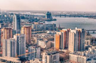вид на місто Дніпропетровськ з висоти дахів