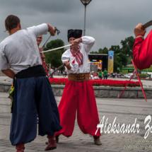 репортажна фотографія козацького бою на шаблях