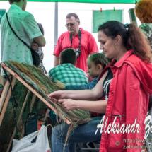 репортажна фотографія плетіння маскувальної сітки