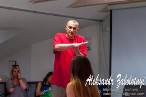 репортажная фотография с тренинга психолога Максима Чечота