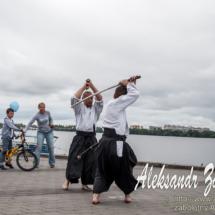 репортажна фотографія бій самураїв на мечах
