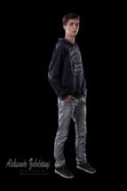 фотография мужской портрет в полный рост в низком ключе