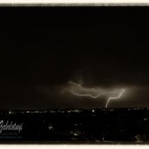 ночная гроза, молния, черно-белая фотография
