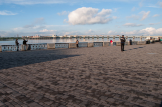 брусчатка-набережной-реки-Днипро-в-Днепропетровске